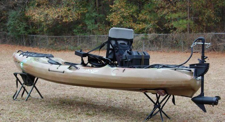 Trolling motor on kayak on stand.